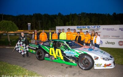 Mondeik Sweeps the Show in Super Late Models on Throwback Thursday
